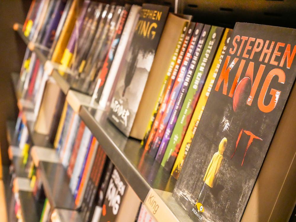 Najpopularniejsze książki horrory to od lat pozycje autorstwa Stephena King. Zdjęcie ilustracyjne