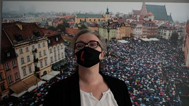 Marta Lepmart podczas konferencji prasowej na temat Marszu na Warszawę