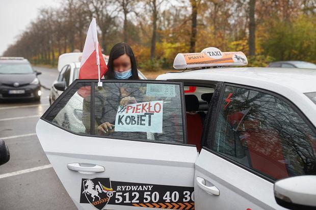 Lempart: Protestują nie tylko kobiety, protestują też ludzie kultury, pracownicy gastronomii. Od początku wspierają nas taksówkarze, którzy od lat walczą z 'uberyzacją' transportu (fot: Marcin Stępień/ Agencja Gazeta)