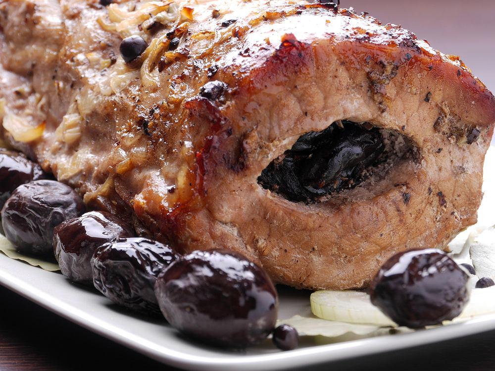 Schab ze śliwkami to jedno z najpopularniejszych pieczonych mięs