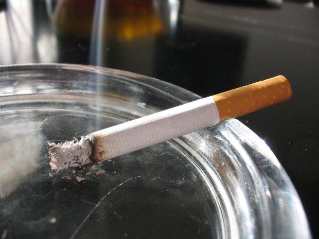 Jak się jest młodym, to się pali, koniec tematu (fot. Wikimedia Commons/Tomasz Siennicki)