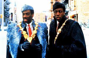 """Ostatnio powstaje coraz więcej kontynuacji kultowych komedii z lat 80. I 90. Poznaliśmy właśnie nowe szczegóły dotyczące produkcji """"Książę w Nowym Jorku 2""""."""