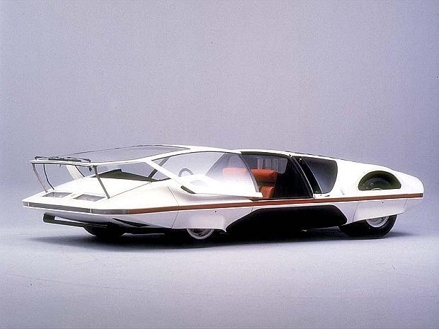 Zamontowano w nim drzwi Canopy takie jak w Maserati Birdcage 75th i Saab Aero-X.