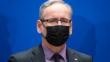 """Adam Niedzielski o nowych obostrzeniach: """"Nie przewidujemy"""". Rząd przedłuży dotychczasowe restrykcje"""