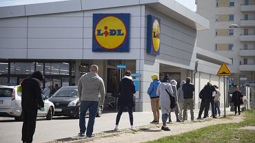 Lidl sprzedaje modne kurtki za mniej niż 70 zł. To hit na ten sezon! I must have w szafie każdej fashionistki