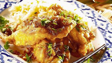 Ryba w cieście z pikantnym sosem