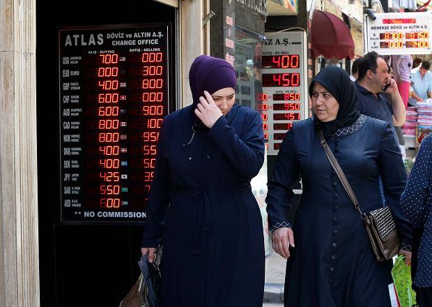 Lira turecka rekordowo słaba do dolara