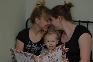 """Kasia i Ewelina wychowują razem córkę. """"Chciałabym, żeby nie musiała bać się tego, kim jest i jaką ma rodzinę"""""""