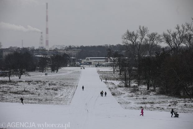 Zdjęcie numer 3 w galerii - Zima w Krakowie - śnieg przykrył ulice, domy, parki [GALERIA]