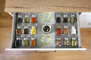 Szuflada: wygodne przechowywanie w kuchni
