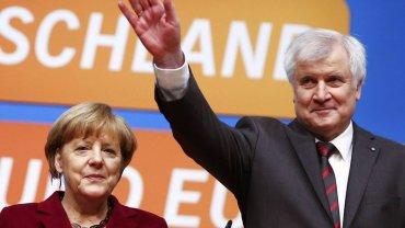 Premier Bawarii Horst Seehofer i kanclerz Angela Merkel na kongresie CDU w Karlsruhe