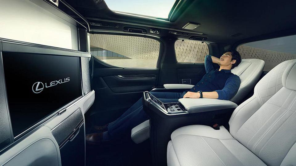 Zdjęcie numer 2 w galerii - Oto pierwszy van w historii Lexusa