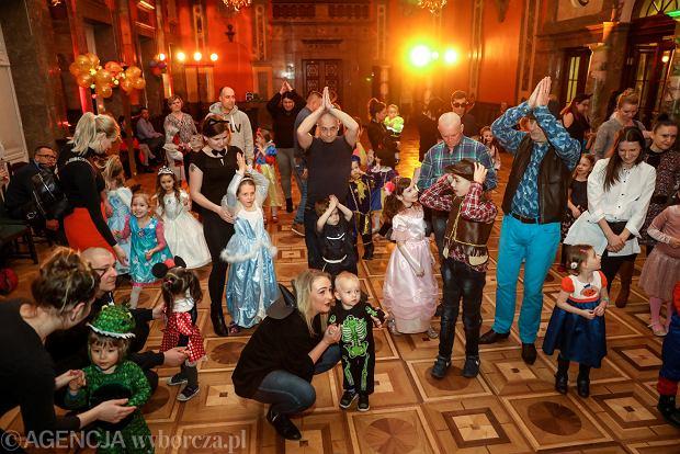 Zdjęcie numer 17 w galerii - Na dworze Królewny Śnieżki, czyli bal karnawałowy najmłodszych [ZDJĘCIA]