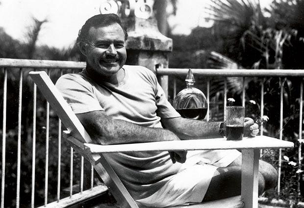 logo z klasą, Ernest Hemingway: człowiek, który wymyślił męskość, Koktajl z rumu, soku z limonki i cukru trzcinowego to ulubiony drink Hemingway'a.