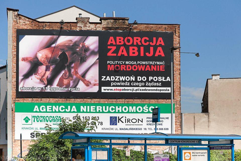 Wielki Antyaborcyjny Billboard Zawisł Na Kamienicy W Krakowie