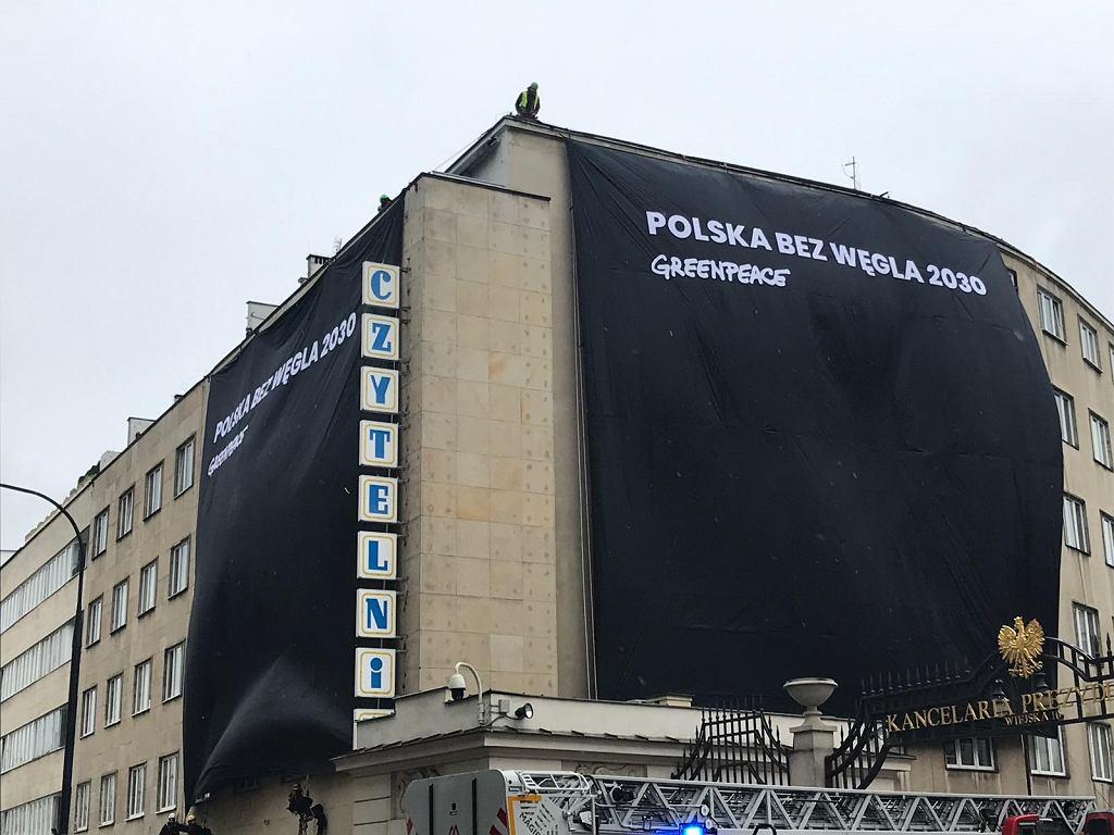 Greenpeace protestuje w siedzibie PO