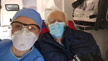 W Warszawie 100-letni pacjent wygrał walkę z koronawirusem