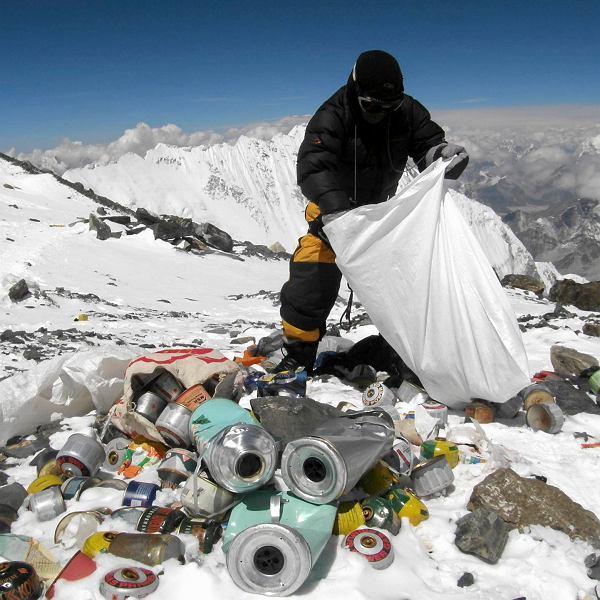 Góra śmieci na Mount Everest