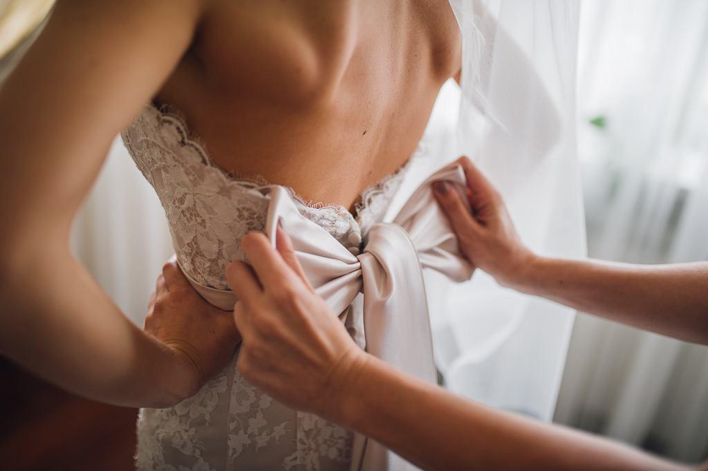 Sukienki na ślub cywilny - jakie wybierać?