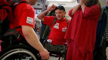 Uczestnicy wyprawy niepełnosprawnych na Kilimandżaro, którą organizowała Fundacja Anny Dymnej 'Mimo Wszystko'. Warszawa, 2008 r