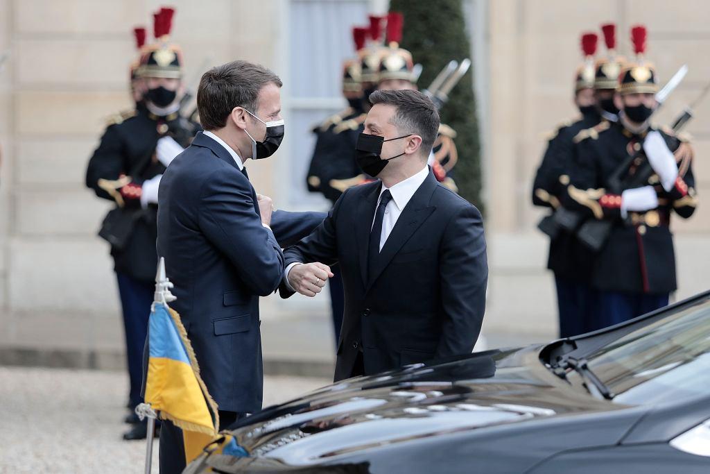 16 kwietnia w Paryżu doszło do spotkania prezydenta Ukrainy Wołodymyra Zełeńskiego z prezydentem Francji Emmanuelem Macron i niemiecką kanclerz Angelą Merkel.