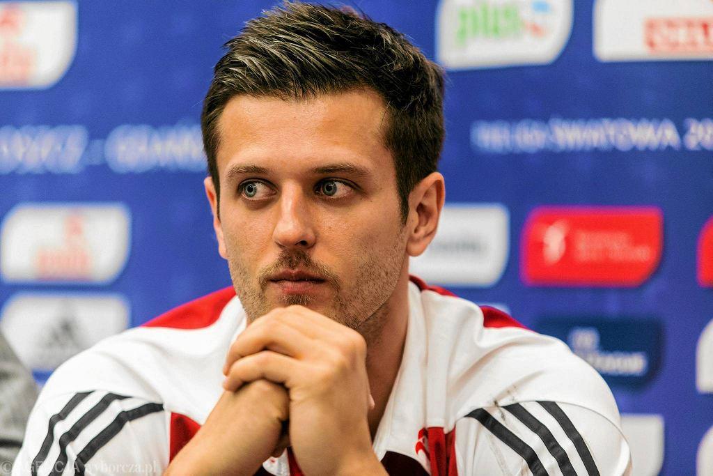 Michał Winiarski w roli kapitana podczas przedmeczowej konferencji