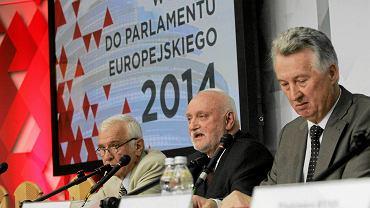 Stanislaw Kosmal, z-ca przewodniczącego PKW, Kazimierz W. Czaplicki, sekretarz PKW oraz Stefan Jaworski  podczas podsumowania kampanii wyborczej do Europarlamentu