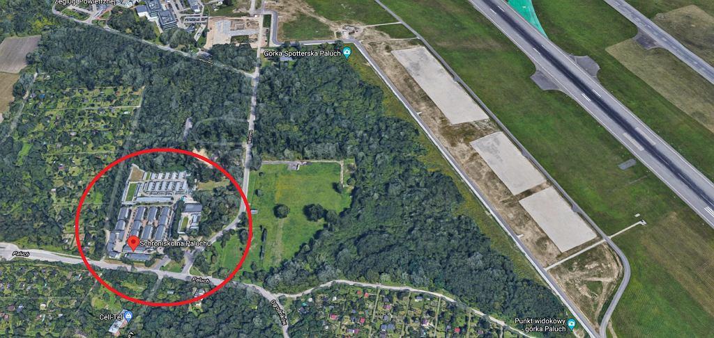 Schronisko Na Paluchu w Warszawie znajduje się w dzielnicy Włochy, zaraz obok Lotniska Chopina.
