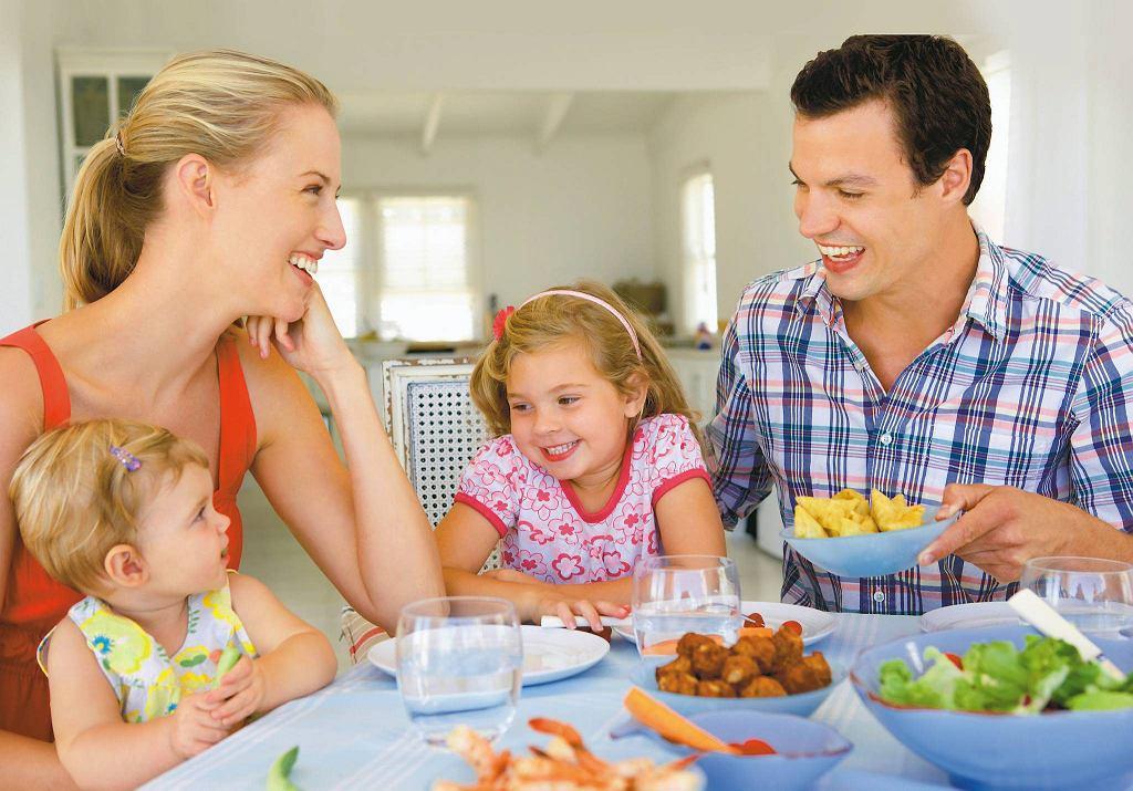 Miła atmosfera przy stole zaostrza apetyt, natomiast upomnienia i namawianie raczej go osłabiają.