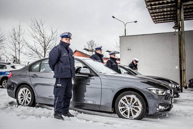Nowe nieoznakowane radiowozy policji wyposażone są w wideorejstratory, które działają na podobnej zasadzie, co urządzenia zakwestionowane przez sąd