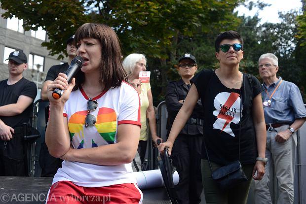 Karolina Hamer podczas akcji 'Wiec na zakazanej ziemi' (fot. Maciek Jaźwiecki / Agencja Gazeta)