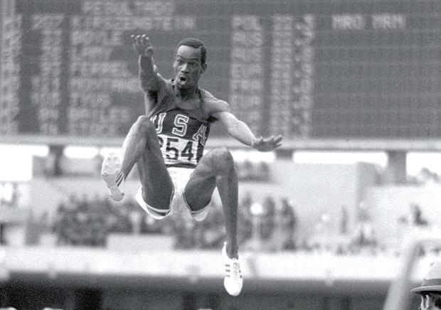 Bob Beamon w 1968 podczas olimpiady w Meksyku ustanowił na 23 lata rekord świata - 8,90 m to wynik o 55 cm lepszy od poprzedniego