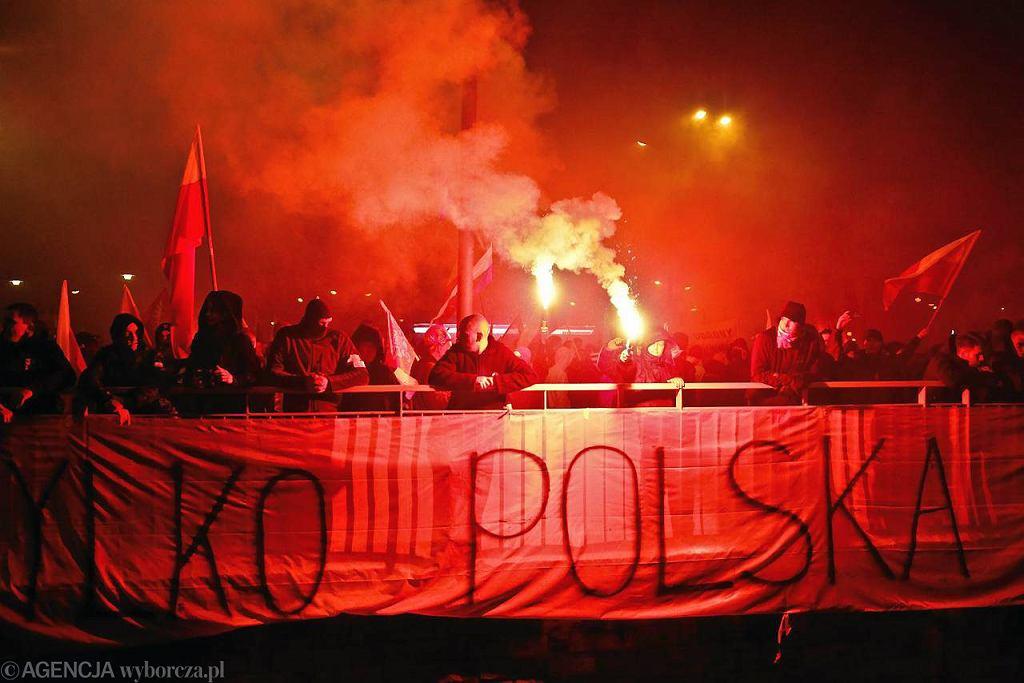 Marsz Niepodległości na pl. Na Rozdrożu