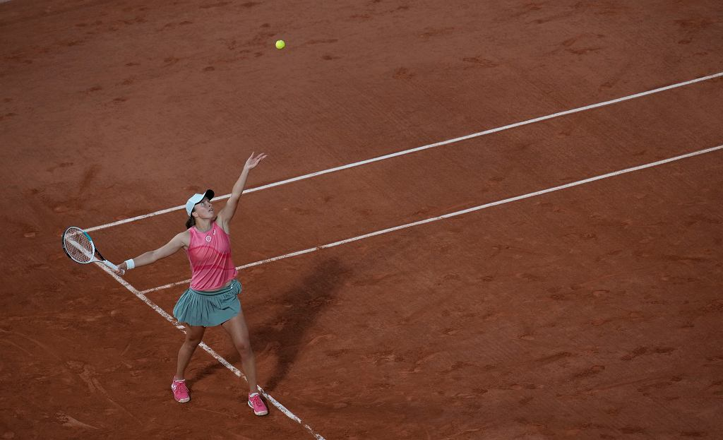 7.06.2021, Paryż, Iga Świątek w meczu z Martą Kostiuk w 1/8 finału turnieju Rolanda Garrosa.