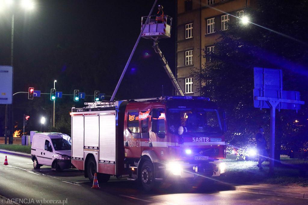 Kolizja z udziałem Beaty Szydło w centrum Krakowa. Biały opel uderzył w tył samochodu, którym kierowała była premier.