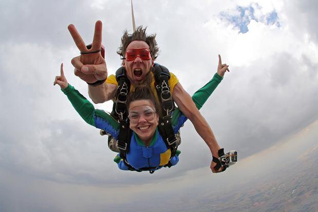 Święta to idealna okazja, aby spełnić marzenia ukochanej, takie jak np. skok ze spadochronem