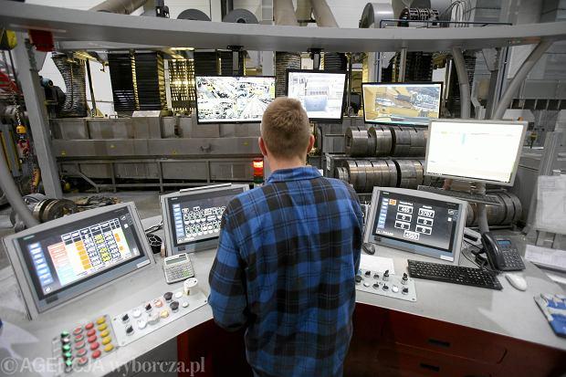 Fabryki są coraz nowocześniejsze, ale niestety przemysł stale narzeka  na brak rąk do pracy. Na zdjęciu: Aliplast produkująca profile aluminiowe