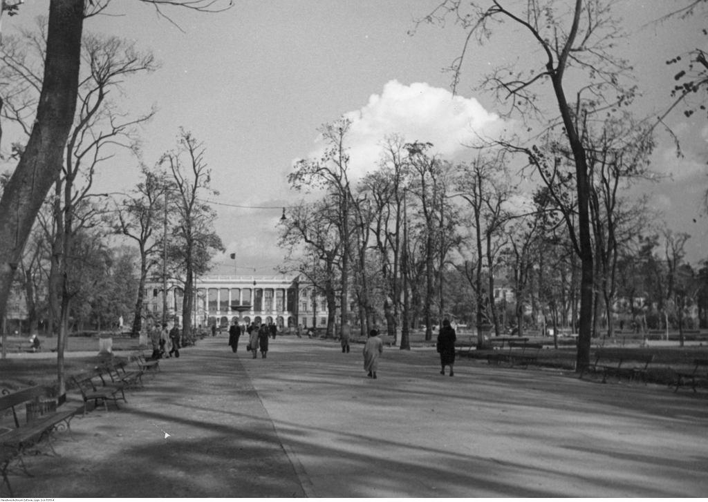 Ogród Saski, widoczny Grób Nieznanego Żołnierza, 1938 r.
