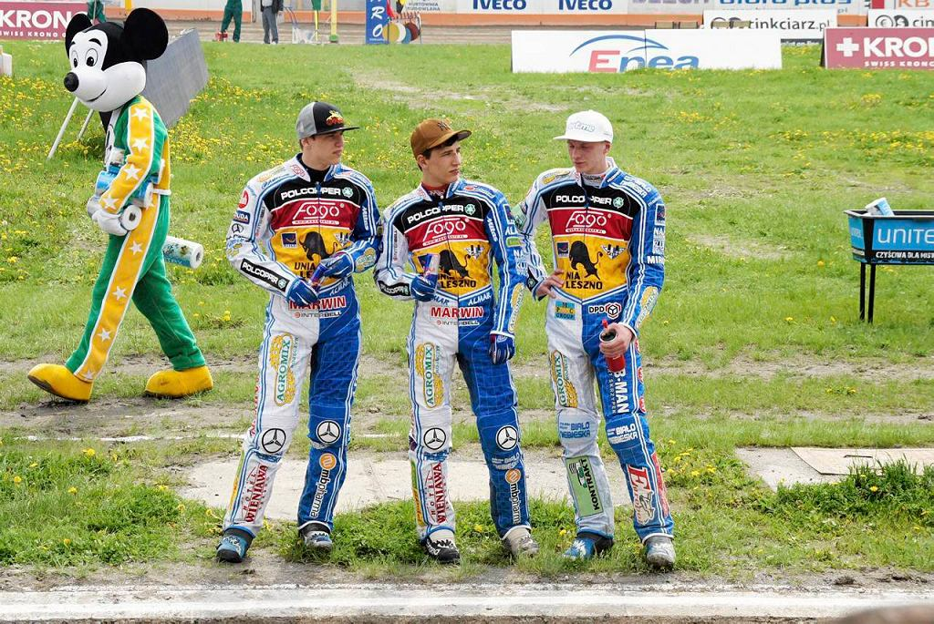 Tobiasz Musielak (pierwszy z prawej) w towarzystwie braci Pawlickich