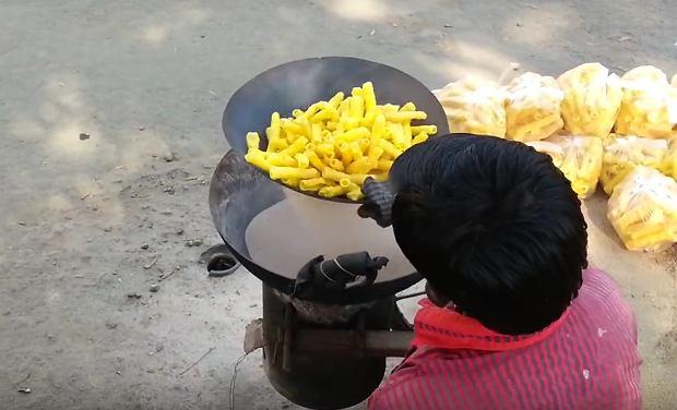 Kadr z filmu 'Fryums without oil'