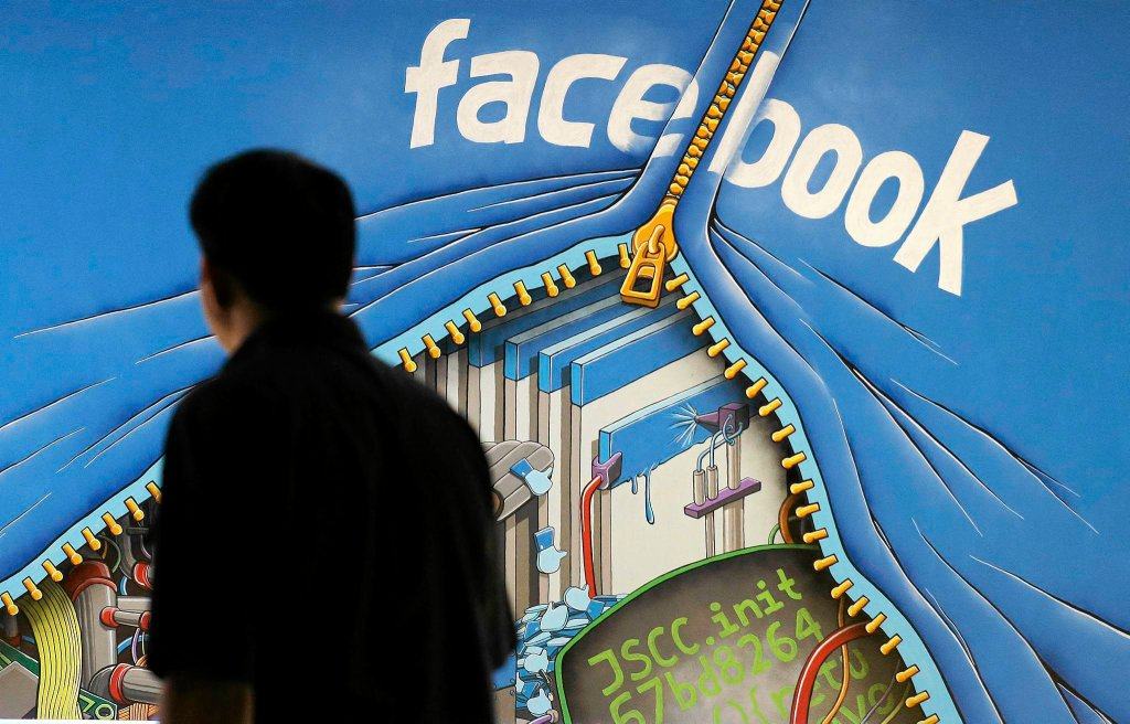 Przed siedzibą Facebooka w Kalifornii