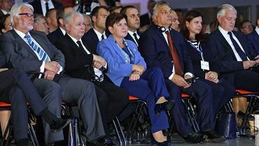 Min. Witold Waszczykowski, Jarosław Kaczyński, premier Beata Szydło, premier Victor Orban i min. Jarosław Gowin podczas forum w Krynicy