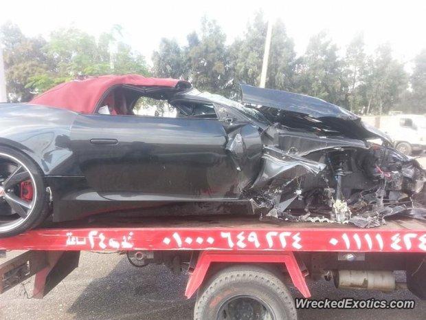 Jaguar F-Type rozbity w Kairze