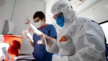 Mobilny punkt pobierania testów na koronawirusa