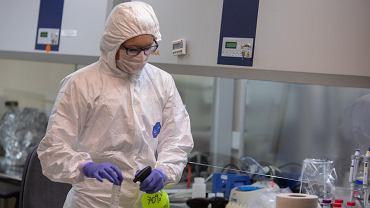 Epidemia koronawirusa. Testowanie próbek od potencjalnie zakażonych