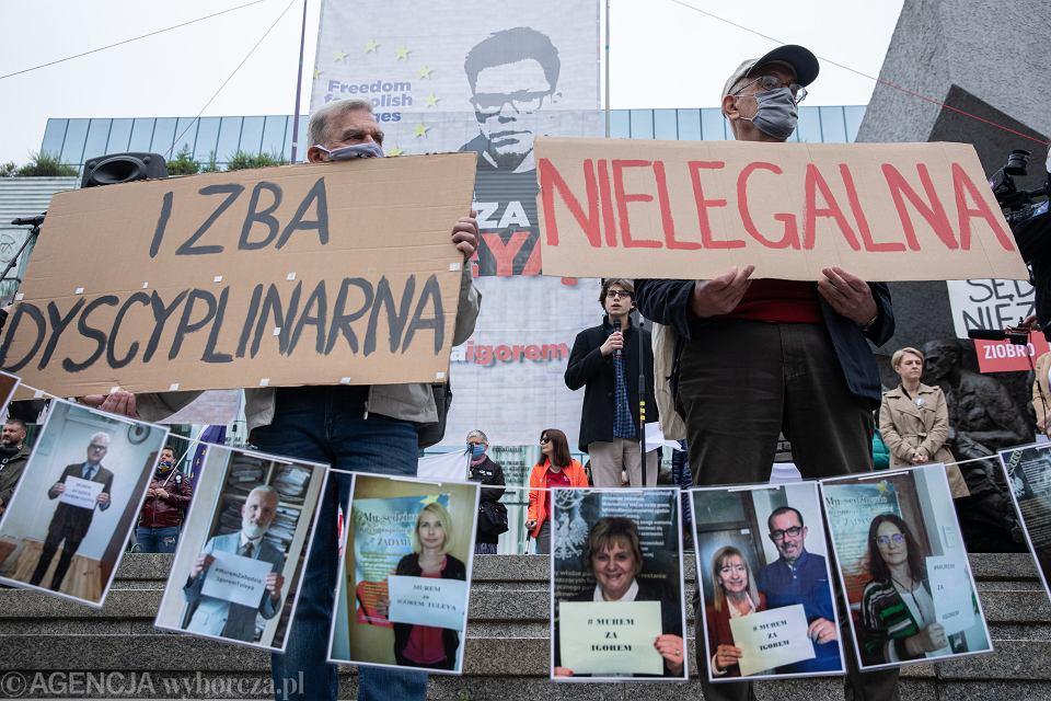 Demonstracja wsparcia dla sędziego Igora Tulei szykanowanego przez nieuznawaną Izbę Dyscyplinarną Sądu Najwyższego. Warszawa, 9 czerwca 2020