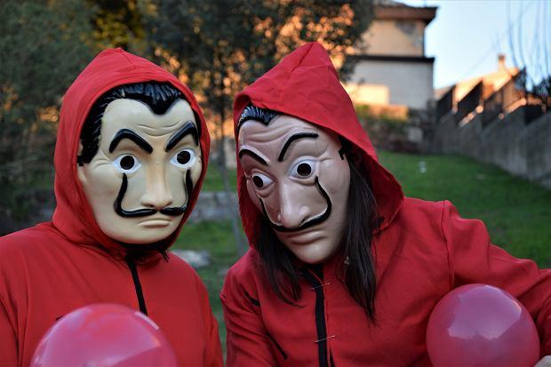 Przebranie na Halloween prosto z 'Domu z papieru'? Czemu nie!