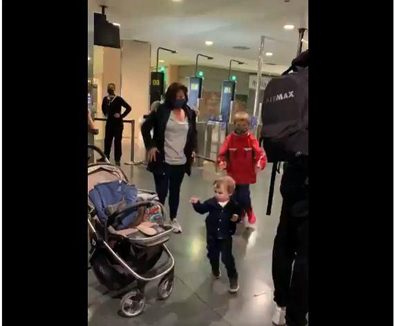 Mężczyzna pomógł kobiecie na lotnisku