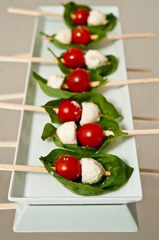 Łódeczki ze szpinaku, pomidorów i mozzarelli przygotujesz w kilka chwil.