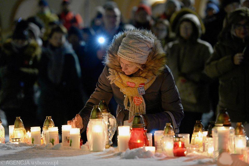 Olsztyn. Marsz przeciwko przemocy i nienawiści po zabójstwie prezydenta Gdańska Pawła Adamowicza